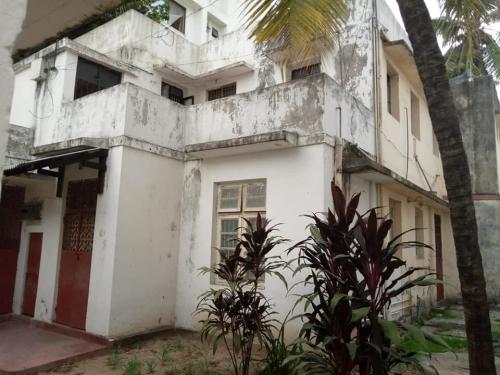 STADIUM HOUSE